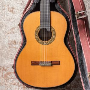 Alhambra Luthier India Montcabrer Laca nitro