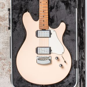 Music Man Valentine Tremolo - Shell Pink